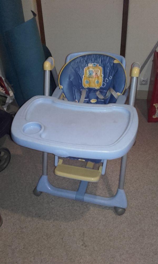 chaise haute et pliante pour le repas de BB  50 Meaux (77)