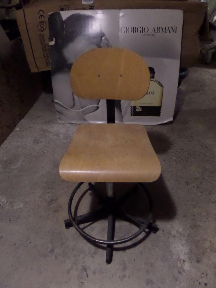 Chaise industrielle vintage 100 Bois-Guillaume (76)