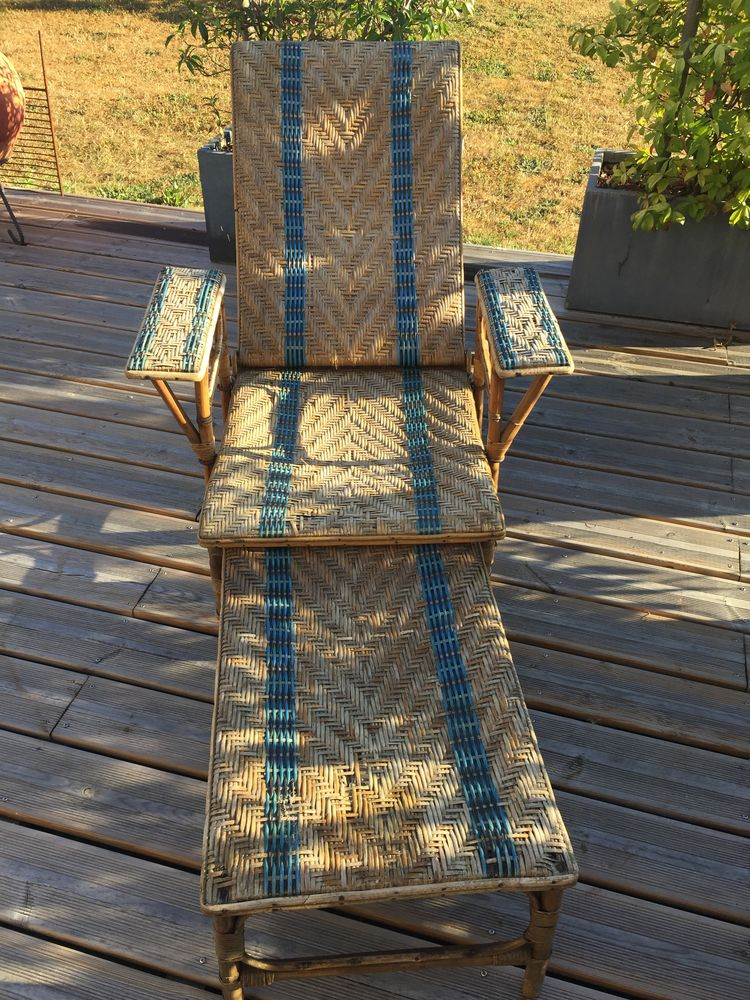 Chaise longue ancienne en rotin 0 Mairé-Levescault (79)