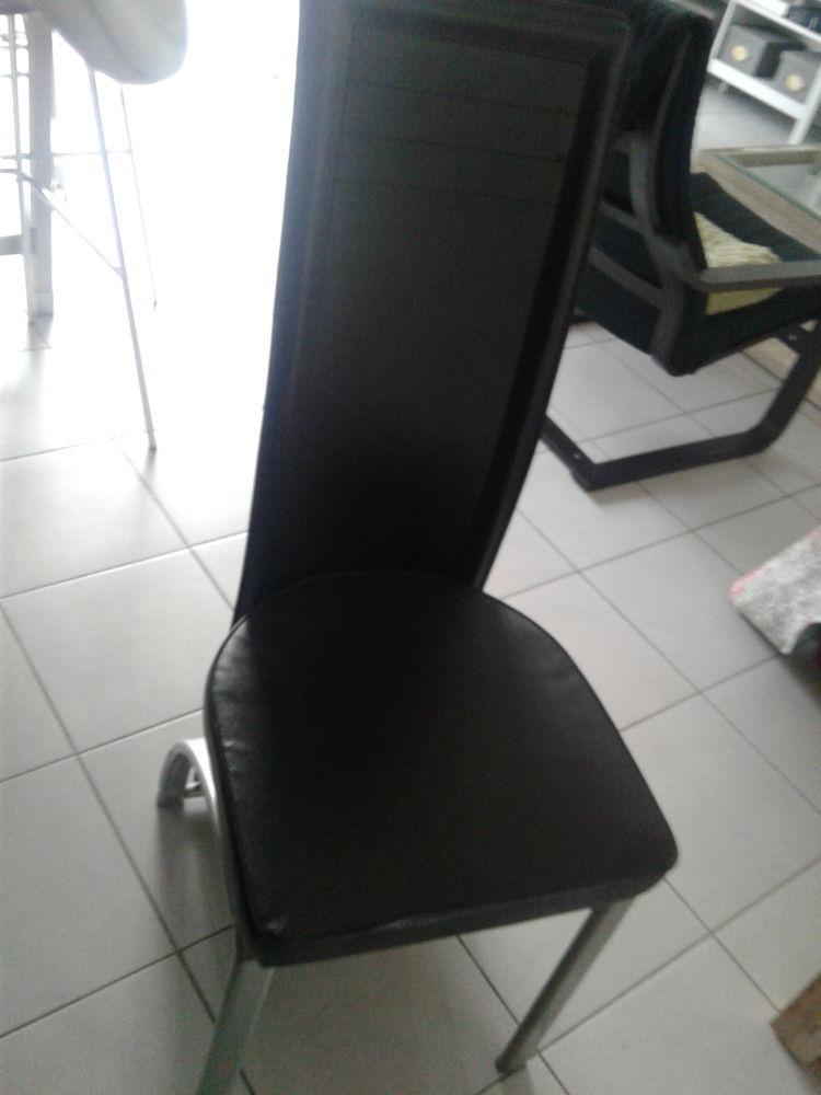 Chaise noire 10 Villeneuve-lès-Avignon (30)