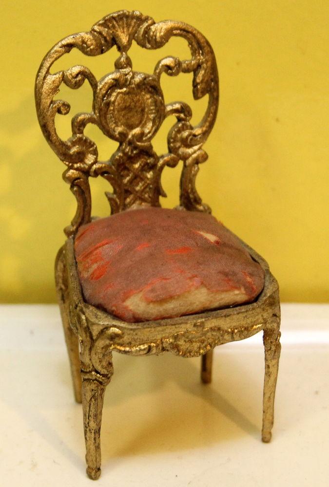 Chaise regule ou étain miniature poupée 25 Issy-les-Moulineaux (92)