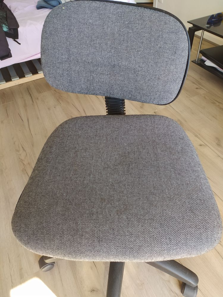 Chaise roulante studio 5 Talence (33)