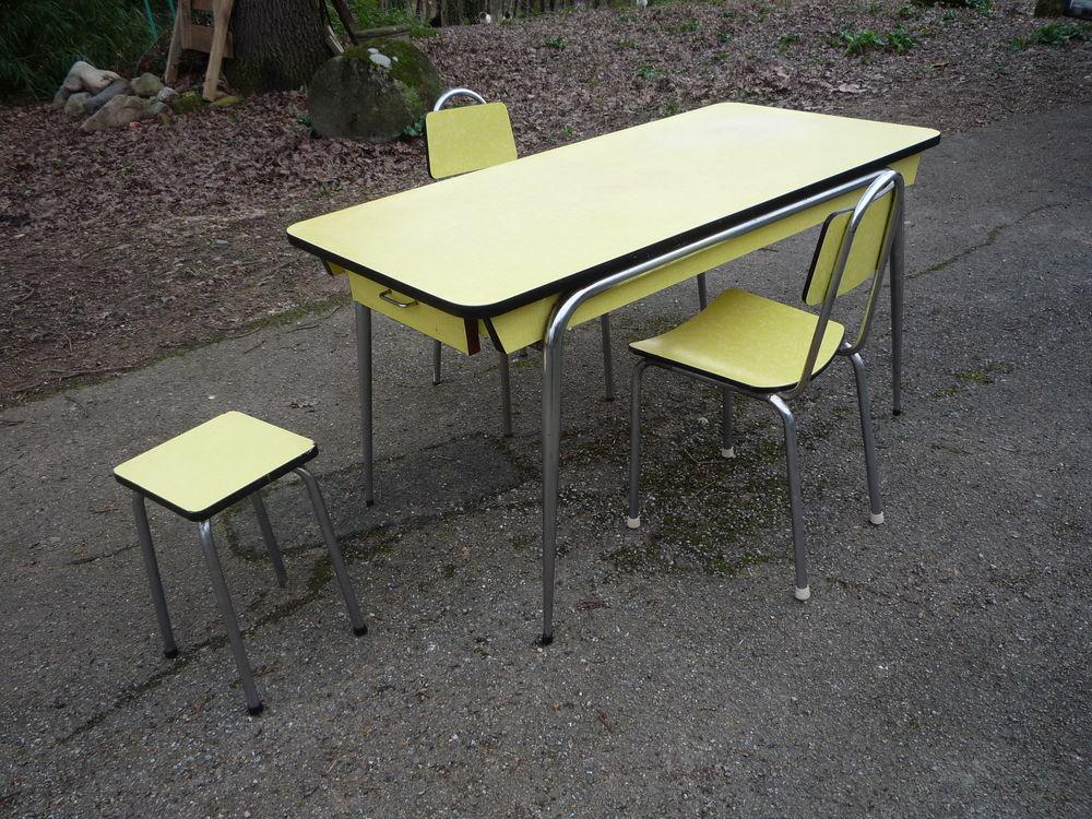 Chaise/ tabouret moderniste formica jaune/cuisine/séjour(R) 25 Castres (81)