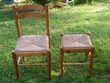 Une chaise et un tabouret