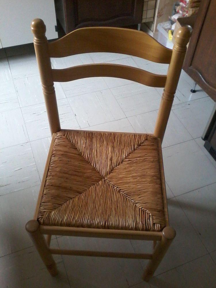 Chaise  en pin  10 Tourcoing (59)