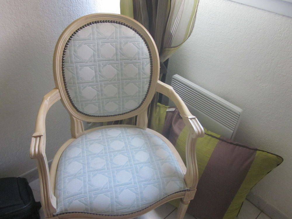 chaise  40 Fréjus (83)