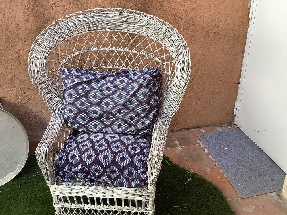 Chaise  50 La Penne-sur-Huveaune (13)