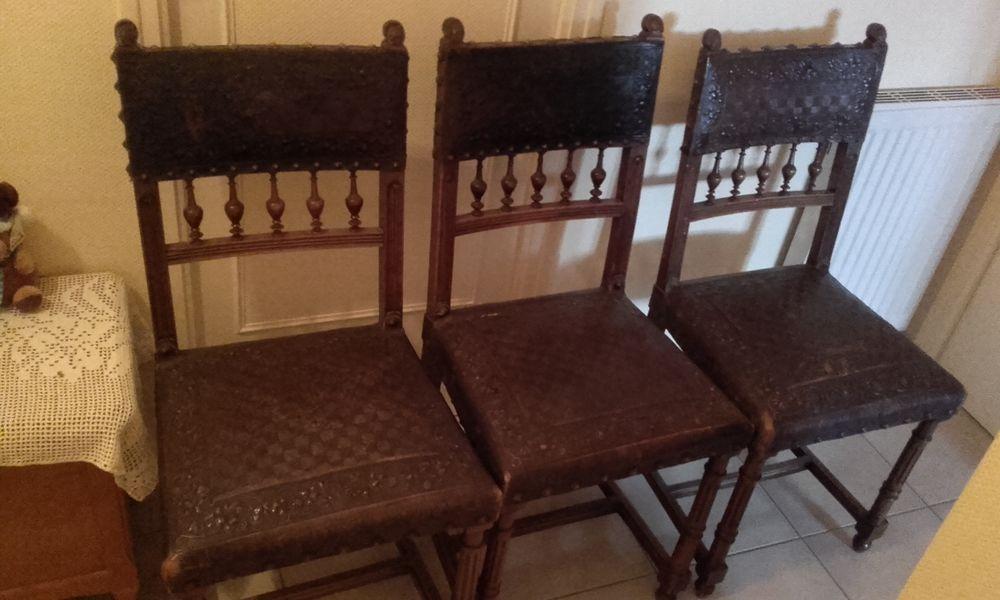 Lot de 4 chaises anciennes en cuir
