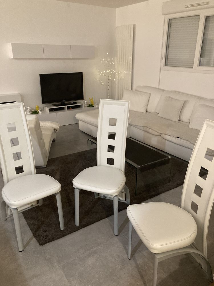 chaises blanche en similicuir 50 Istres (13)