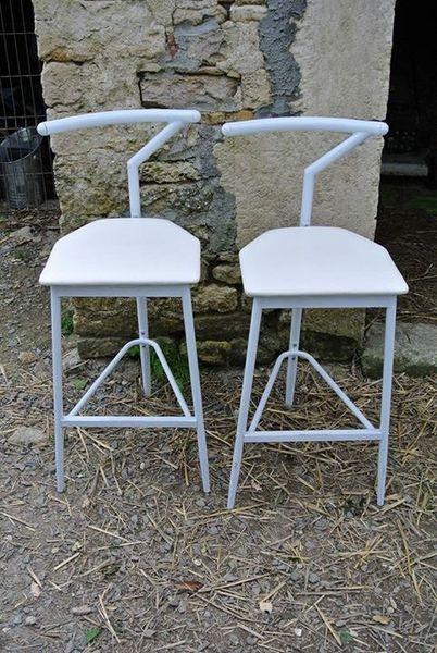 2 chaises de bar blanches 25 La Rochelle (17)