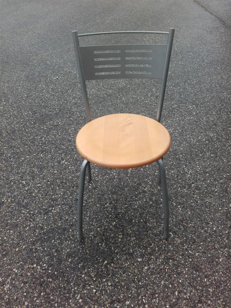 Chaises en bois hêtre Réf. A10 20 Grenoble (38)