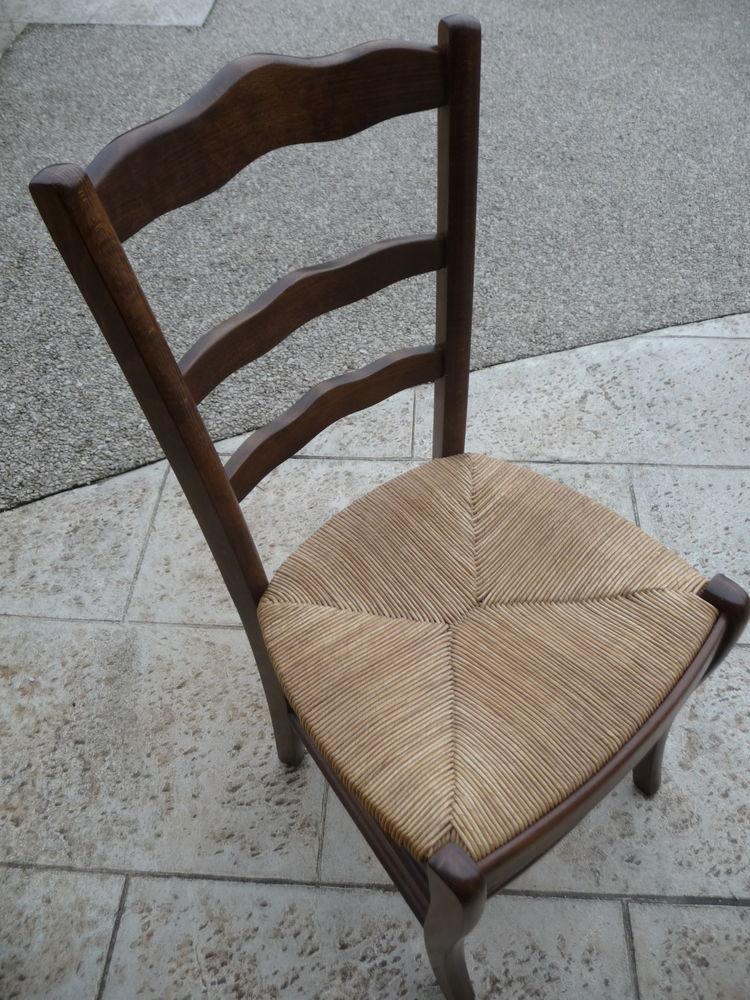 Lot de chaises bois   50 Champagnole (39)