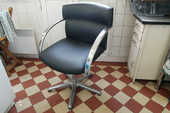 2 chaises de coiffeur vintage en excellent état 130 Paris 12 (75)