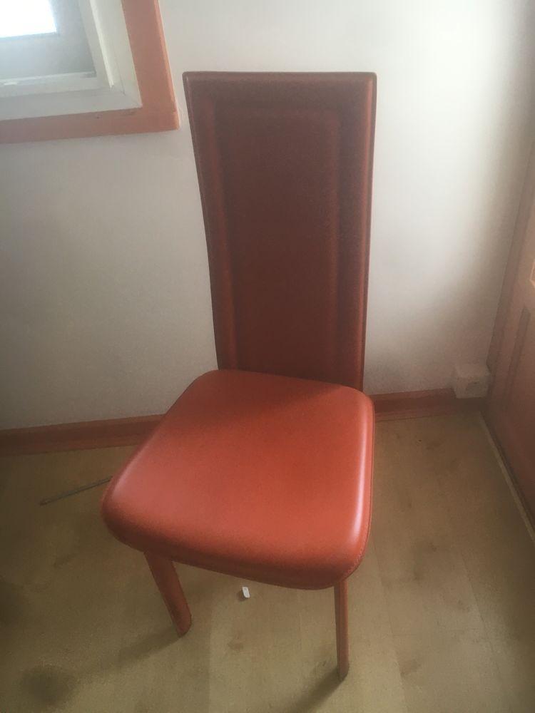 6 chaises en cuir orange  50€ pièce soit 300€ 0 Mérignac (33)