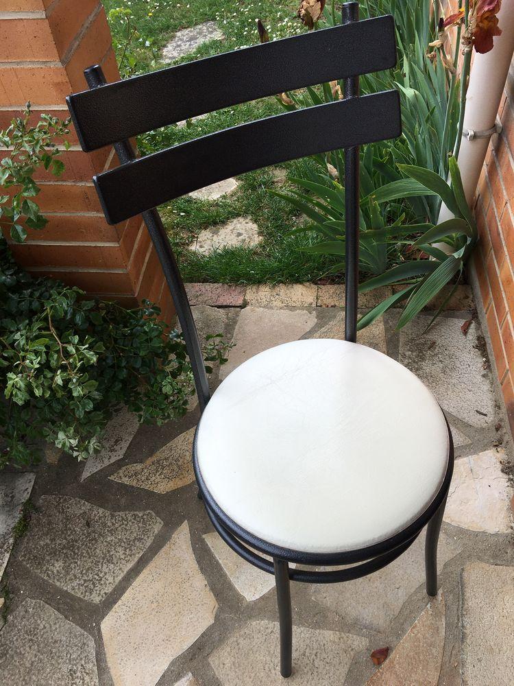 4 chaises de cuisine avec dossier  65 Guyancourt (78)