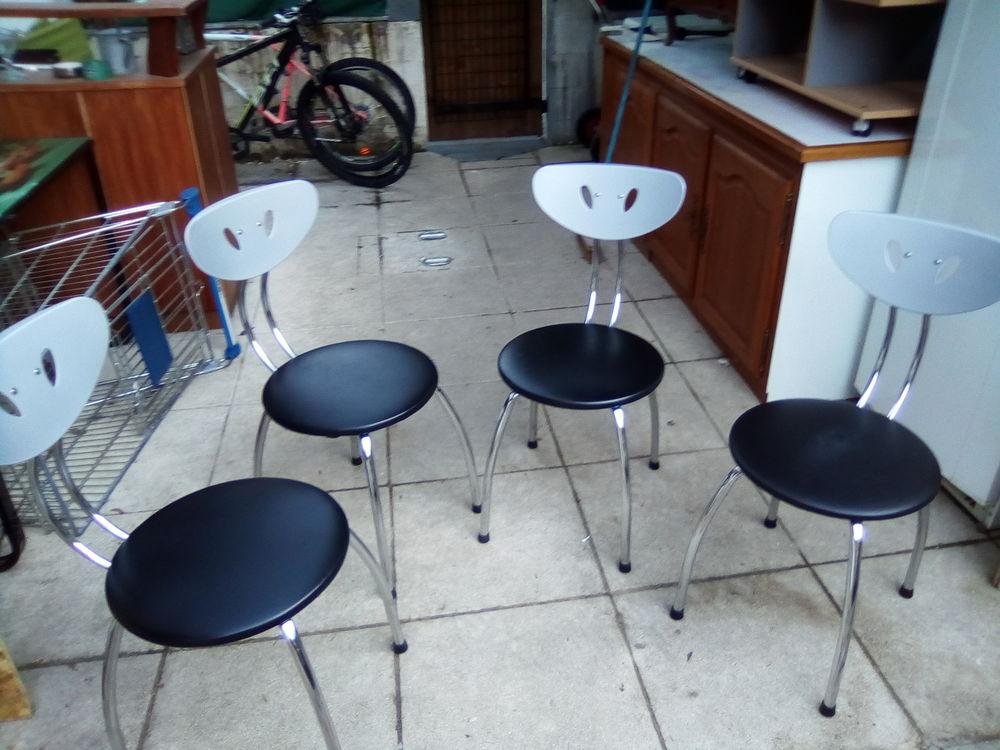 4 chaises de cuisine 15 Cluses (74)