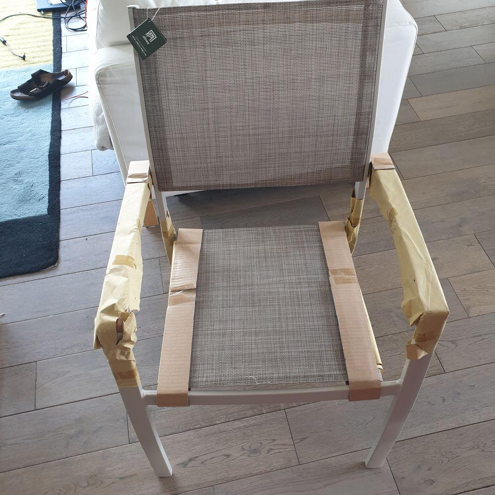 4 chaises Dole Alinéa neuves ! 250 Vincennes (94)