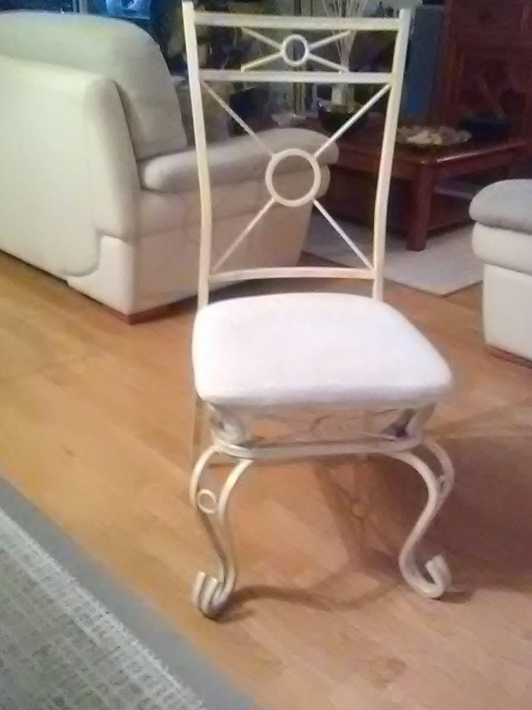 lot de 8 chaises en ferronnerie  215 Levallois-Perret (92)