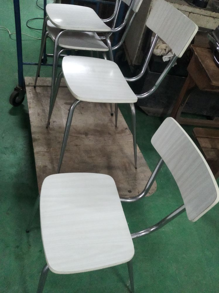 4 chaises en formica 40 Le Creusot (71)