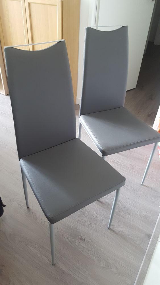 Chaises grises 58 Meudon La Foret (92)