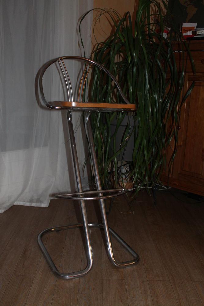 1 lot de 4 chaises hautes de bar 25 Notre-Dame-de-Mésage (38)