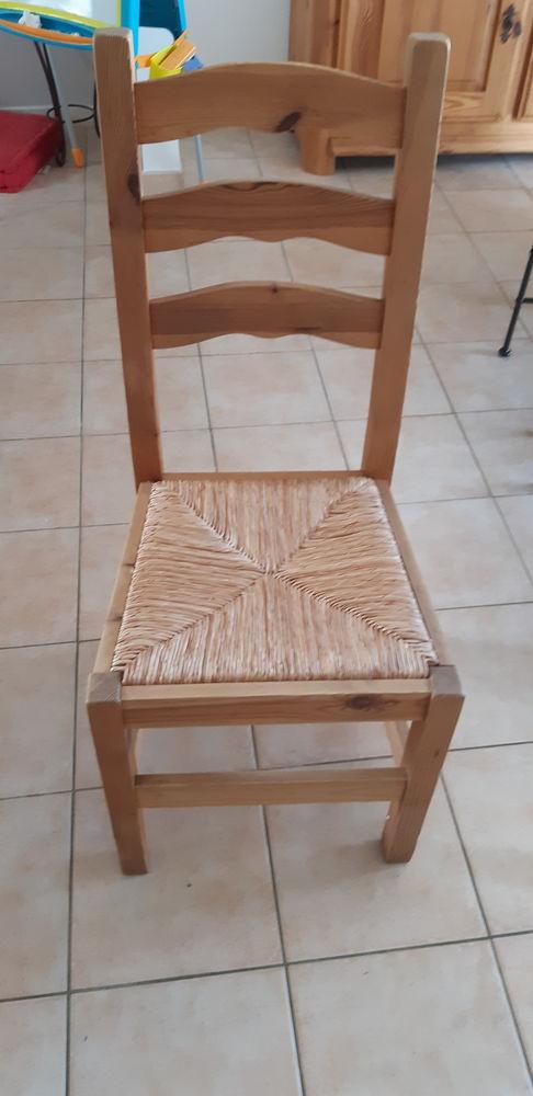 Lot de 4 chaises en pin massif 50 Saint-Marcel (27)
