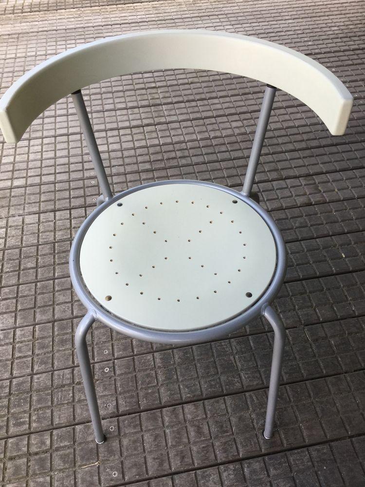 Chaises modernes blanches et gris métallisées 0 Aulnay-sous-Bois (93)