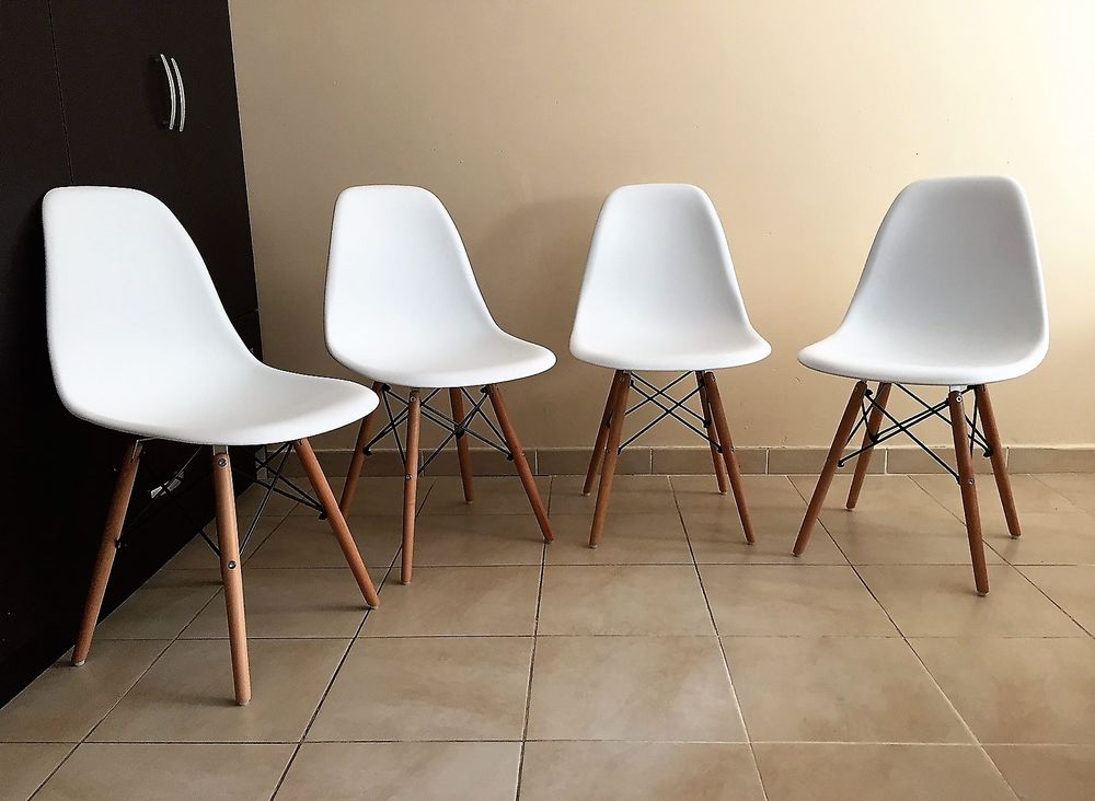 LOT 4 CHAISES  NEUVES,  BLANCHES. STYLE SCANDINAVE. 130 Nice (06)