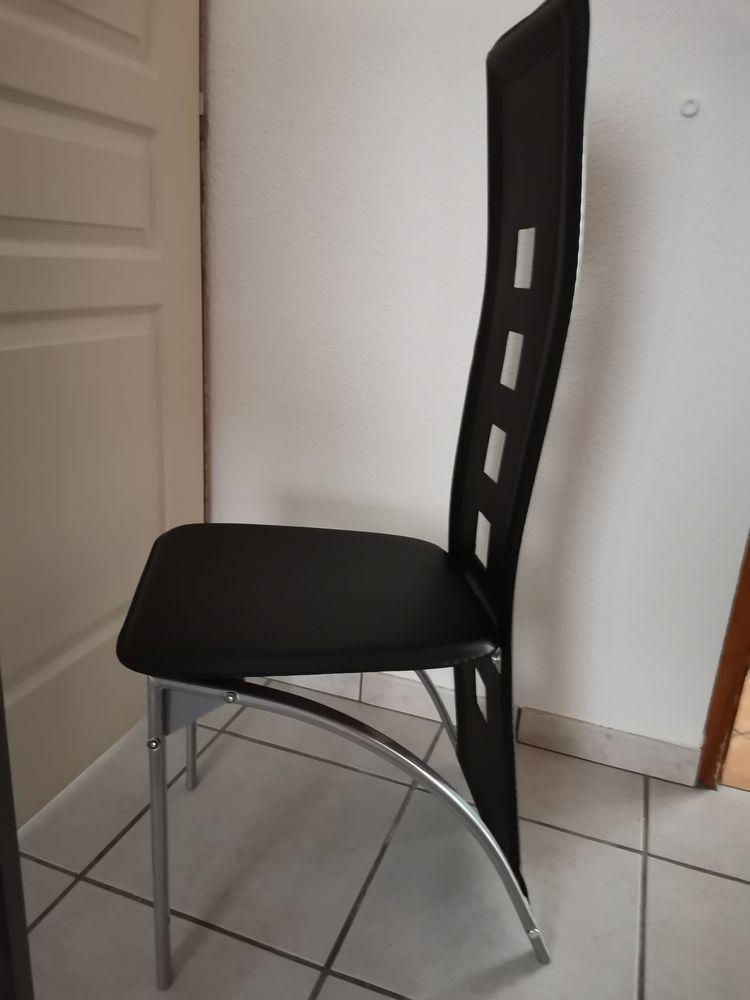 Lot de 8 chaises noires et acier 200 Saint-Maurice-d'Ardèche (07)