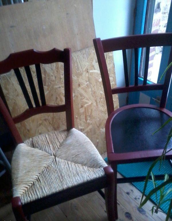 Lot 1 + 1 = 2 chaises rouge noir dont une avec assise paille 25 Firminy (42)