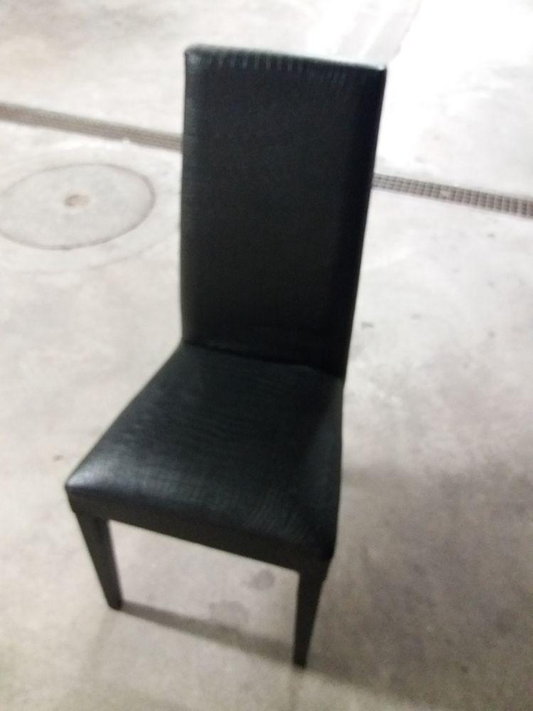 chaises de salle à mange 100 La Ciotat (13)