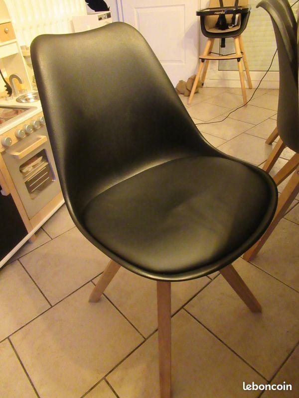 chaises scandinaves 150 Armentières (59)