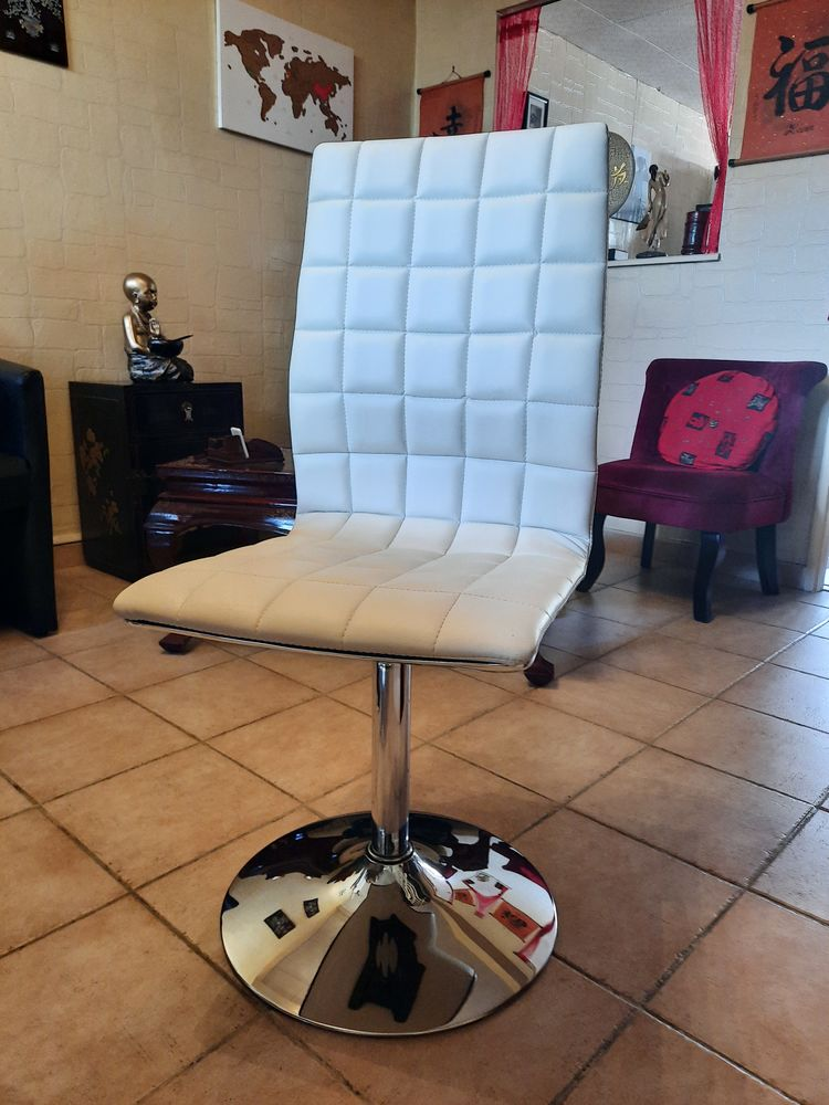 4 chaises simili crème 80 Seysses (31)