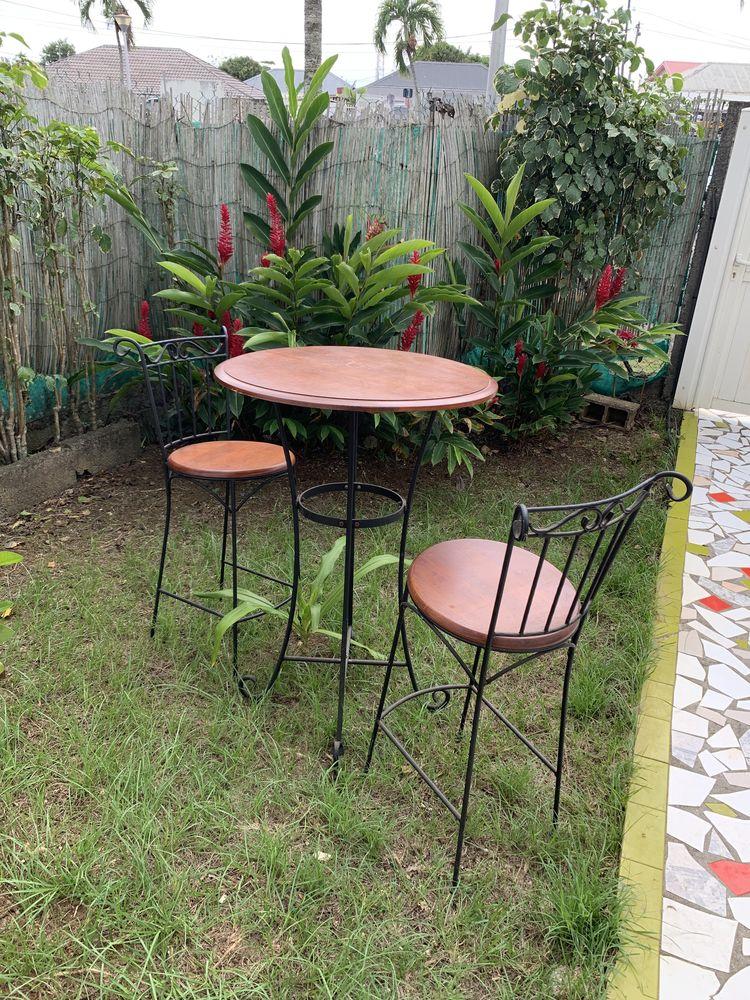 CHAISES ET TABLE BAR BOIS ET FER FORGÉ 400 Guadeloupe (97)