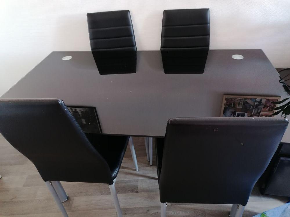 , 4 chaises et une table 120 Narbonne (11)