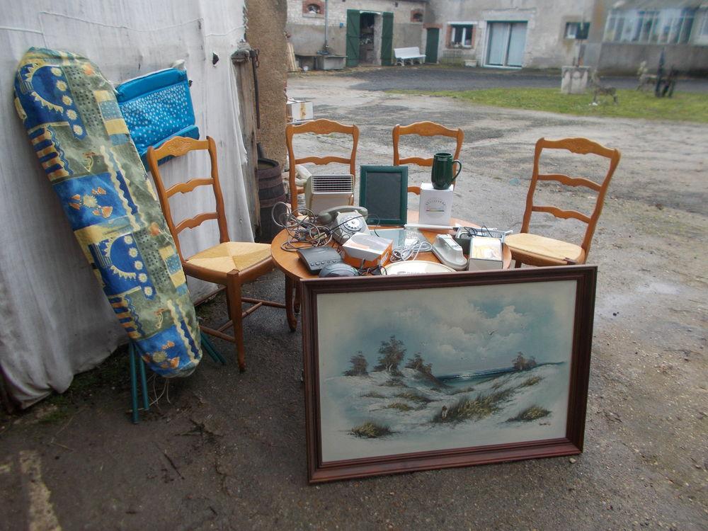 4 chaises tableau signé etc faire un prix  100 Saran (45)