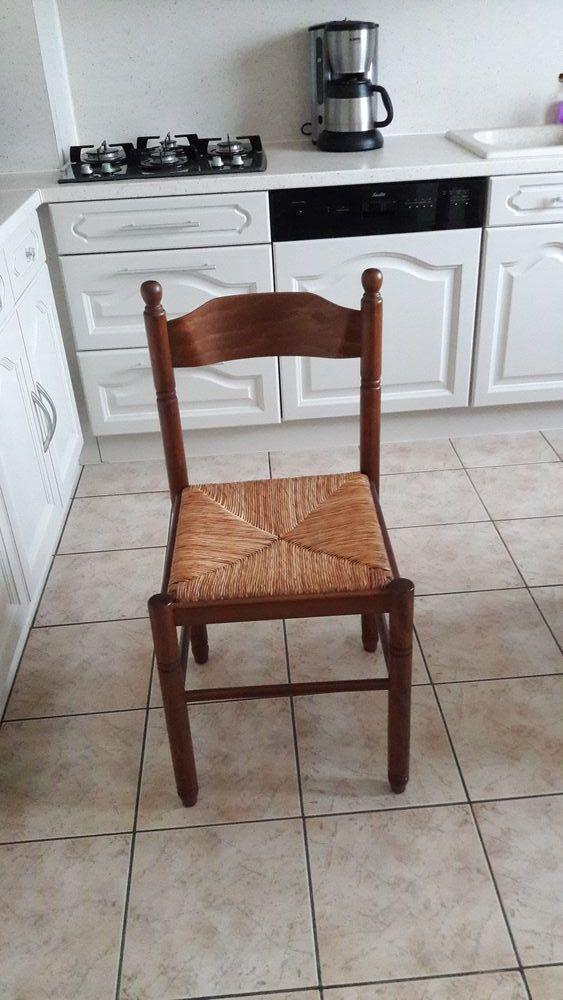2 chaises et un tabouret 30 Sémalens (81)