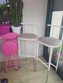 chaises de bar taupe et donne petites chaises 30 Toulouse (31)