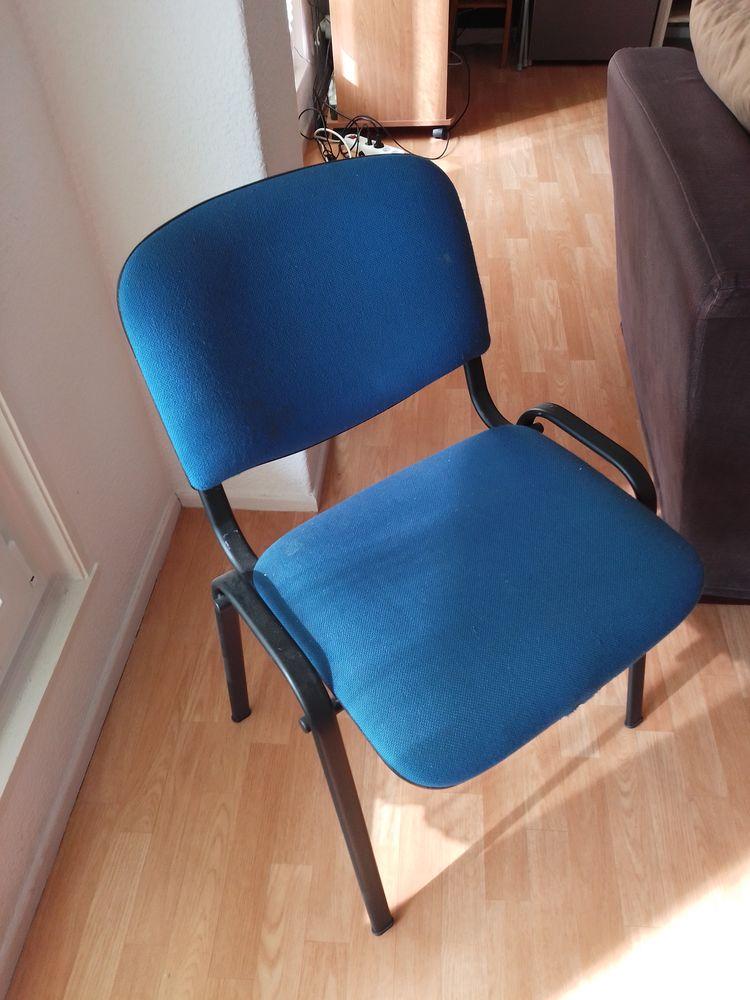 4 chaises tissu Bleu + 4 chaises plastique  20 Nancy (54)