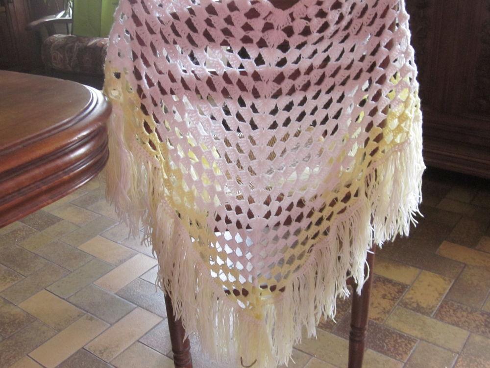 Châle en laine blanc et jaune 3 Soucelles (49)