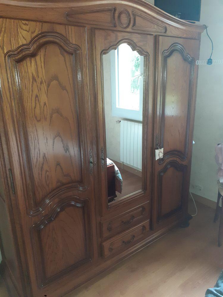 Chambre : armoire lit chevets  250 Dolomieu (38)