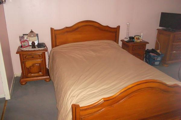 Chambre à coucher en chêne massif teinte miel 1800 Vigneux-sur-Seine (91)