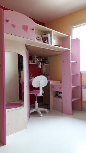 Chambre fillette rose: lit haut, bureau étagère armoire banc