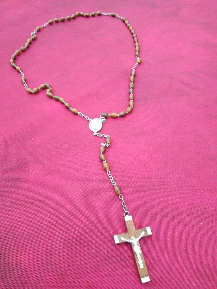 Chapelet ancien perles en bois avec une médaille 10 Avermes (03)