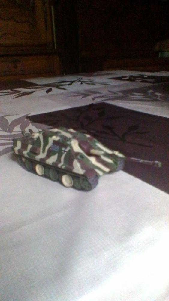 Char miniature  15 Avermes (03)