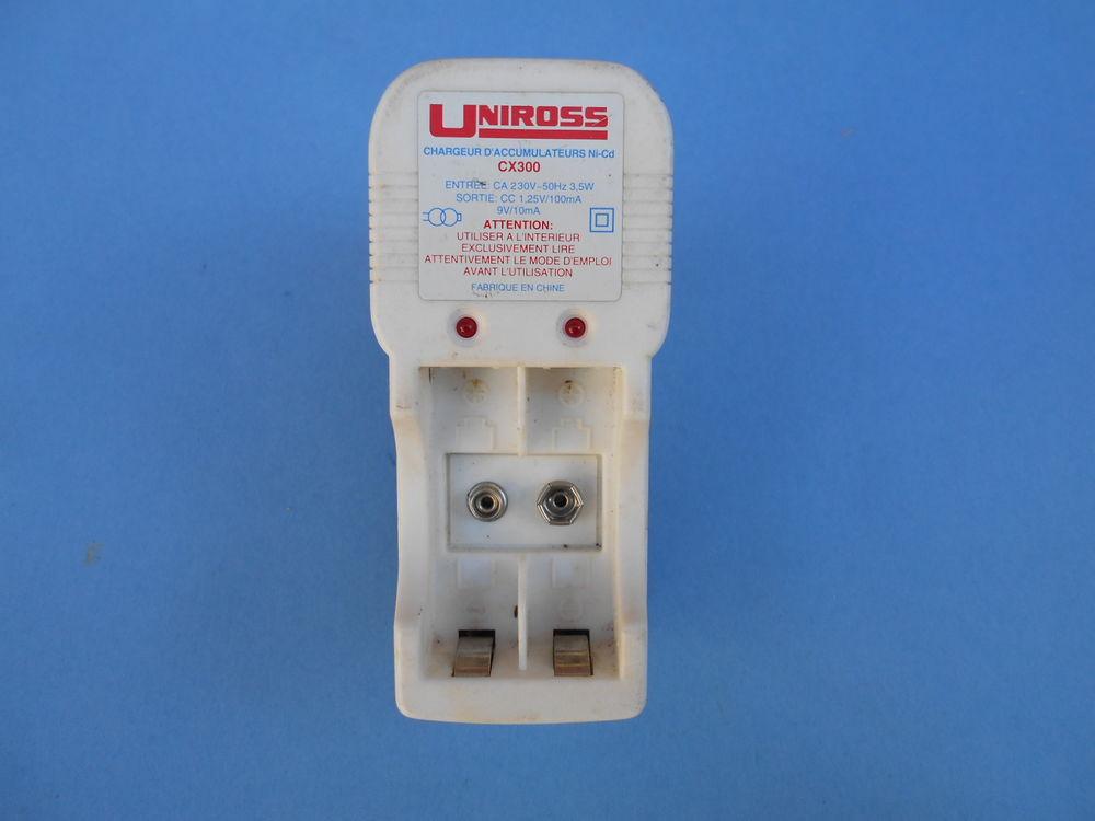 CHARGEUR de piles/batteries   Uniross     8 Dammarie-les-Lys (77)