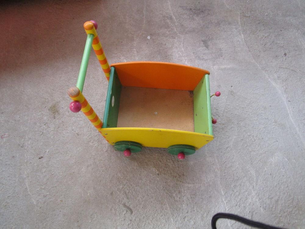 un chariot en bois 5 Segré (49)