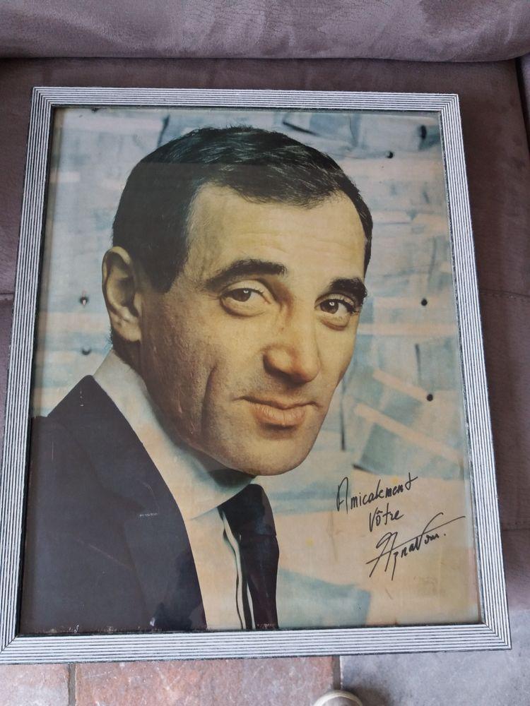 CHARLES AZNAVOUR vers 1960 portrait+ autographe 40 x 50 cm 200 Belgique