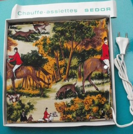 CHAUFFE ASSIETTES SEDOR - Vintage - Jamais utilisé - motif tissu : chasse à courre  15 Montauban (82)