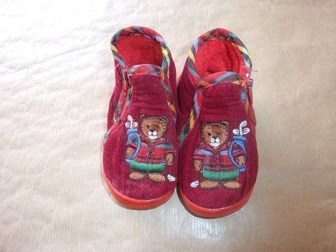 Chaussons rouges oursons pointure 20 1 Montaigu-la-Brisette (50)